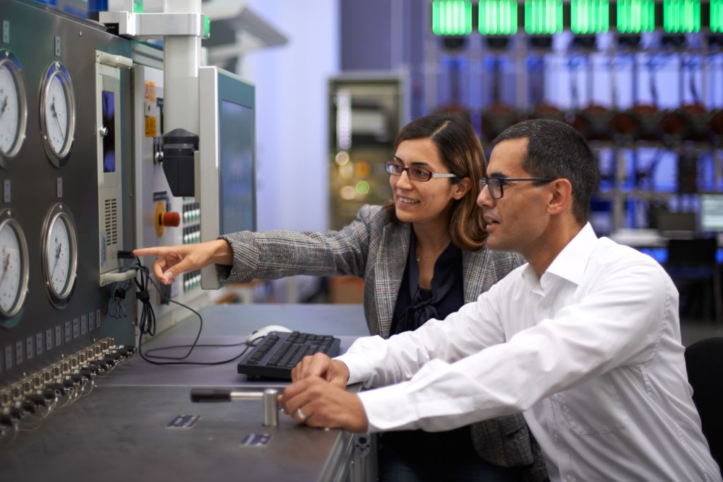 Two of the dedicated, well-trained engineers at Knorr-Bremse who are passionate about the development of technologically excellent products.