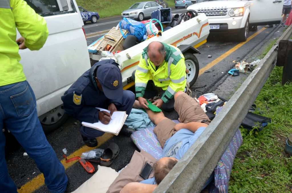 Support services on the N3 such as those rendered by Community Medical Services, BMW Road Service and Angels in Motion are wonderful initiatives which have proven highly successful in times of emergencies. Here Philip Hull of Community Medical Services attends to an accident victim on Van Reenens Pass.