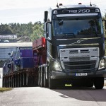 The new Volvo I-Shift with crawler gears offers an entirely new scope for extra heavy trucks with automated transmission to regulate their speed when crawling slowly and even reversing.