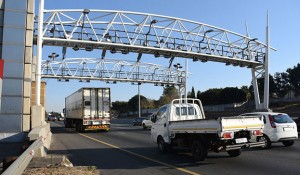 """The Automobile Association says there is an urgent need for a solution - one way or another - to bring closure to the """"messy saga"""" of e-tolling on the Gauteng Freeway Improvement Project (GFIP)."""