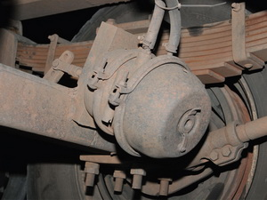 We once again found incidences of different sized brake boosters on different axles on the same truck.