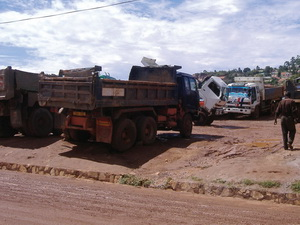 There are many trucks out on the road which,because of their state of disrepair, seem to indicate this as normal practice for many operators. Eieesh!