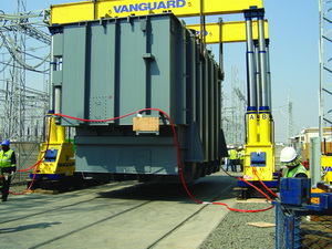 In order to offload the transformers, Vanguard used its new 800t gantries and safely turned the transformers 90° with the help of its custom-designed and built turntable.