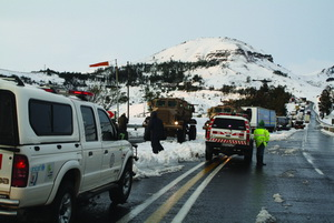 The Military from 5 SAI in Ladysmith did a sterling job in clearing the road down the pass. They also took truck drivers to their base for a warm meal and dropped them back at their trucks the next morning. Well done the Army.