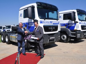Bruce Dickson, deputy CEO of MAN Truck & Bus SA's truck division (right), hands over the ceremonial key for the 140 new MAN 27.440 truck tractors to Derick Reinhardt, chairman of the Reinhardt Transport Group.