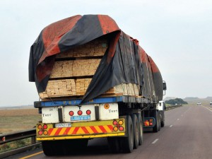 This is not Green Trucking for the simple reason that the flapping tarpaulin is causing a huge amount of drag which leads to increased fuel consumption.