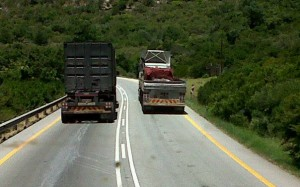 The AA is urging traffic enforcement authorities to move their emphasis from speed to moving violations – such as is seen here by this Moegoe of a truck driver. The photograph is unfortunately in too low a resolution to identify the number plate. FleetWatch tried, even so far as having it examined by the SAPS Forensics Laboratories – but to no avail. This is a classic 'moving violation' that the AA says the traffic authorities should focus on rather than concentrating on speed.