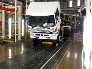 Current production capacity is 5 000 units a year on a single shift. All models – of which there are 31 derivatives from the Dyna through to the Hino 300, 500 and 700 Series – are now assembled on one main conveyor line.