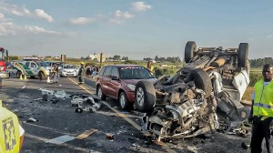 This was one of the 208 crashes that resulted in 287 fatalities over the Easter weekend. Three people lost their lives and two people were injured in this crash on the N3 near the Wilge Plaza which happened on Easter Monday. Netcare 911 paramedics and other services arrived at the scene and found the crumpled remains of four vehicles. Reports from the scene indicated that two vehicles collided head-on and then another two vehicles crashed into the primary accident vehicles. One vehicle overturned and came to a standstill on its roof.