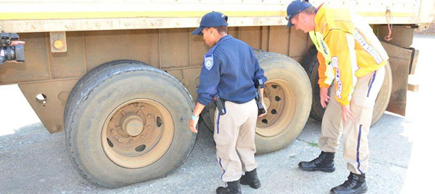 FleetWatch's Brake & Tyre Watch programme takes traffic officials through the many defects found on truck tyres. Other items included in training are brakes and general condition of vehicles as regards total maintenance.