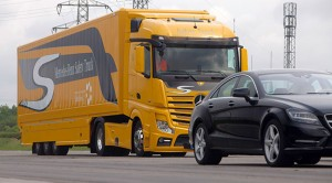 The new Mercedes-Benz Actros with the third-generation emergency braking system ABA 3 is now also able to initiate full autonomous braking in situations involving stationary obstacles.