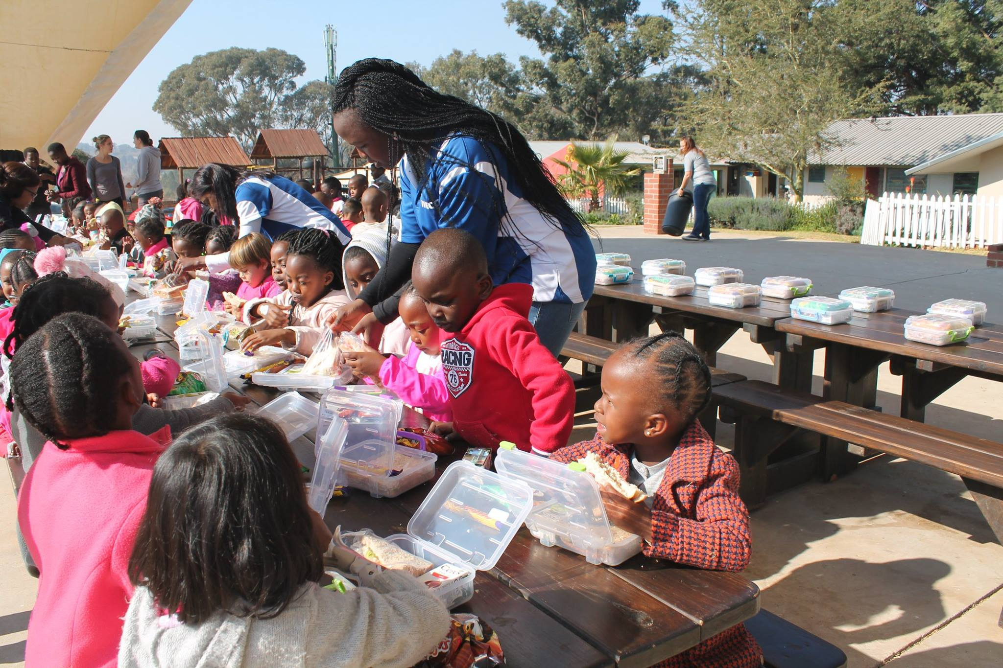 In honour of Mandela Day, Iveco South Africa lent its support to Botshabelo's Urban Kids Educentre in Midrand. Urban Kids Educentre is a preschool that caters to underprivileged and emerging families living in the surrounding area.