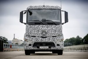 The first fully electric truck the Mercedes-Benz urban eTruck with an admissible weight of up to 26 tonnes was recently launched by Daimler Trucks in Stuttgart.Weltpremiere; Elektromobilität; modulares Batteriekonzept; Verteilerverkehr