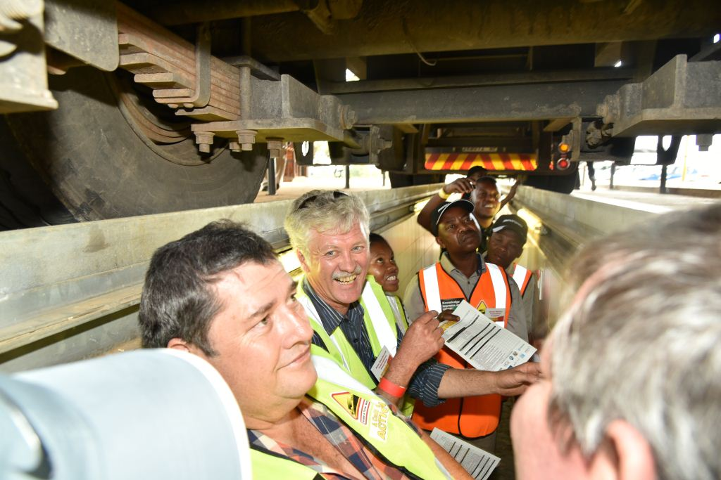 Marius Krause of SG Bulk and Peter Engelbrecht (back) of Transnational Freightlink ....the opportunity to inspect vehicles was informative and enlightening.