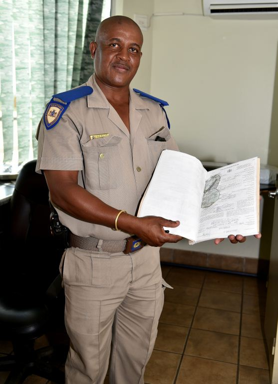 A traffic official at Donkerhoek shows a suspension notice and licence disk taken off - yeah!