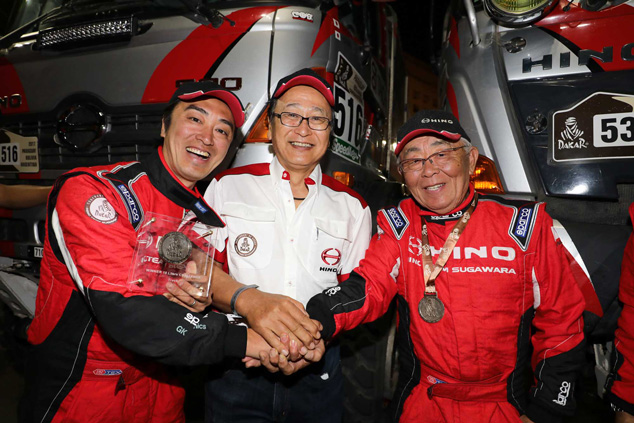 Hino chairman Masakazu Ichikawa flanked by Hino drivers Teruhito Sugawara (left) and his father Yoshimasa, who is also the director of Hino Team Sugawara