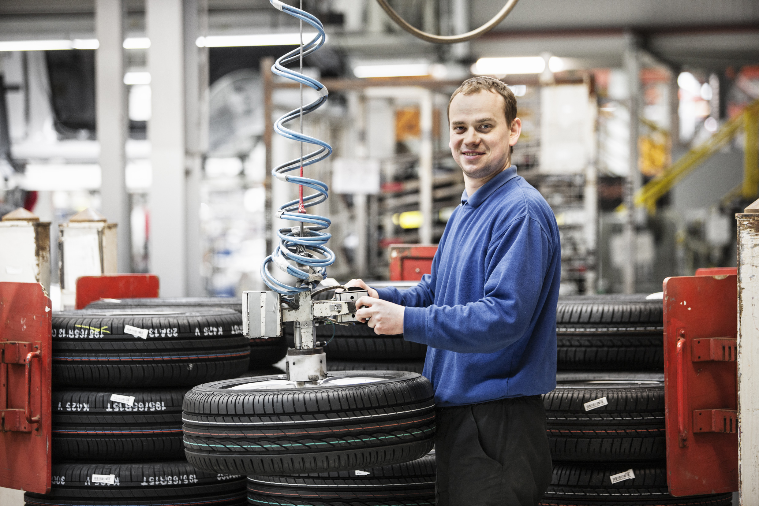 Imperial is a logistics partner for the automobile industry at five business locations in Poland and Hungary. This is one of the Imperial employees working in the pre-assembly of automotive components. A new contract with Audi in Hungary - and the renewal of contracts with Volkswagen in Poland - have been secured by Imperial Logistics.