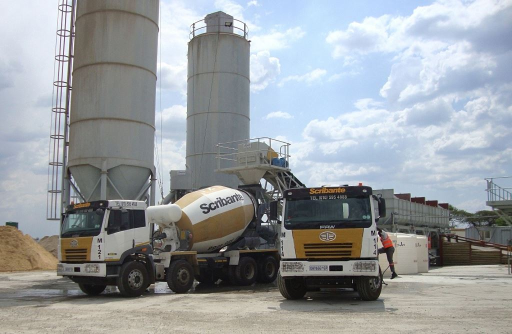 The new FAW units in the Scribante fleet include 27 FAW 35.340FC 8m3 mixer trucks, six FAW 33.330FC 6m3 mixer trucks, and two FAW 28.280FT side tipper trucks. This brings to 89 the total number of FAWs in the fleet.