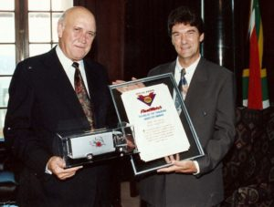The awarding in 1994 of a special 'Friend of the Trucking Industry' certificate to FW De Klerk by FleetWatch editor Patrick O'Leary (right) led to the former State President appreciating the role of the truck in bringing ice-cream to the stores which he could buy for his grand-children as a treat. Vector Logistics is now delivering the ice-cream to Pick 'n Pay stores as an add-on to their past contract work. So follow a Vector truck for an ice-cream treat.