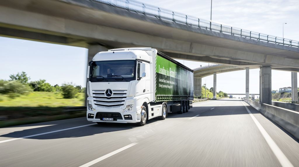 On the basis of initial December data, Daimler Trucks assumes that it will end the full year with unit sales in the magnitude of 465 000 vehicles, up from 415 100 in 2016. The final sales figures will be released at Daimler's annual press conference on February 1, 2018.