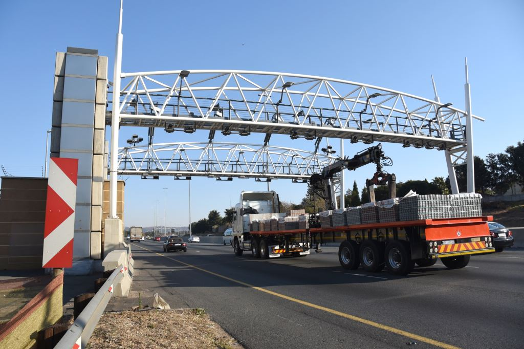 "OUTA says the compliance rate for e-tolls users - based on SANRAL's own version in its 2017 Annual Report - is 29%, ""so it is clear that this system has failed."""