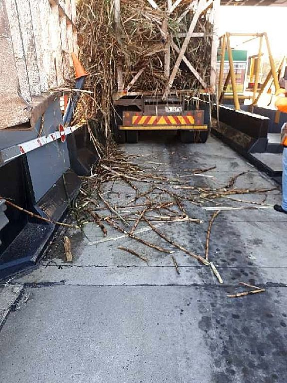 These pictures show the damage caused to two TRAC toll booths at the Nkomazi Plaza when a truck and trailer transporting sugar cane entered the plaza with an over the legal width and height load of sugar cane. Note the inside of the toll booth. Luckily the toll collector was not injured but this a danger given that this is not the first time such an incident has occurred. In the past few months, TRAC has incurred hundreds of thousand Rands in infrastructure damage from incorrectly loaded vehicles. Get it right guys.