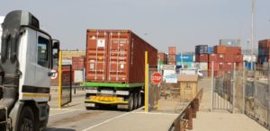 High-cube containers can continue to be hauled at a height of 4,6m under the one year extended moratorium granted by the Minister of Transport. Here one arrives at the Grindrod Gauteng Intermodal terminal.
