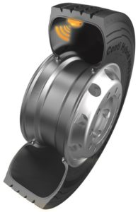 The ContiPressureCheck system comprises one transmitter – 2 cm long and weighing less than 20 grams including sensors – and a processor, which is affixed to the inside of the tyre tread in a rubber bracket. When the tyre is changed, the processor can be removed from the bracket and reused in the new tyre. The battery lasts six years, or approximately 600 000 km.
