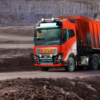 This autonomous Volvo FH has no driver. It hauls limestone on a five kilometer stretch between the mine itself and the crusher. There are five such trucks running in this operation.