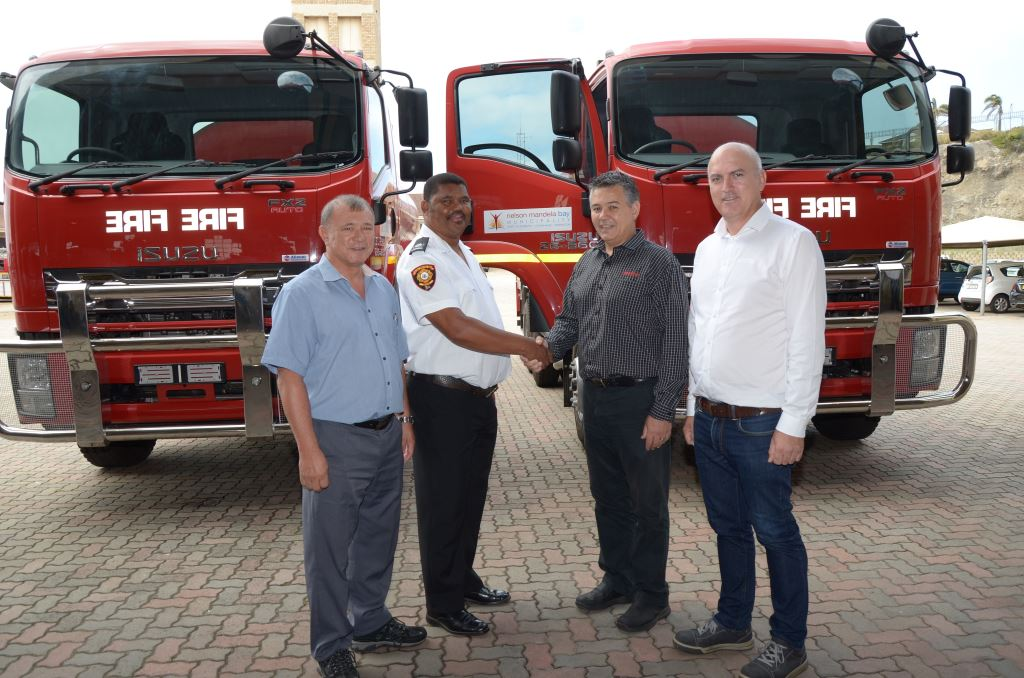 Johan Vermeulen, second right, Isuzu Executive Manufacturing and Supply Chain, shakes hands with Roger Goliath, Manager, Nelson Mandela Bay Municipality (NMBM) Fire and Emergency Services at the handover of the new fire fighting vehicles. With them are Hilton Hing, NMBM Deputy Director Fleet Management, and Mike Pienaar, Kanu Chief Operations Officer.