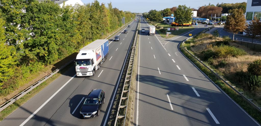 According to a report issued by Clear International, in the first five months of this year, trailer demand in Western Europe fell by an estimated 2% and a 10% fall is forecast for the year.