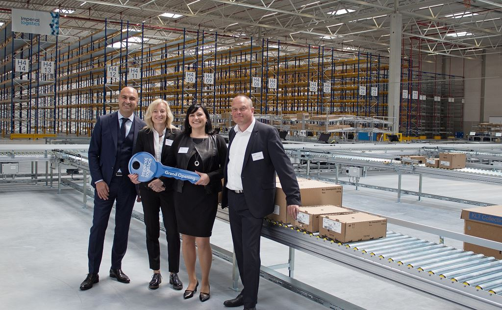 At the opening of the new Volkswagen Group packaging centre are, from left: Hakan Bicil, CEO Imperial Logistics International; Astrid Lühring, Member of the Management Board of Volkswagen Group Logistics; Beatrice Liedtke, Site Manager Wilhelmshaven, Imperial Logistics International; Frank Leweling, Head of Project Management BTS, Panattoni Europe).