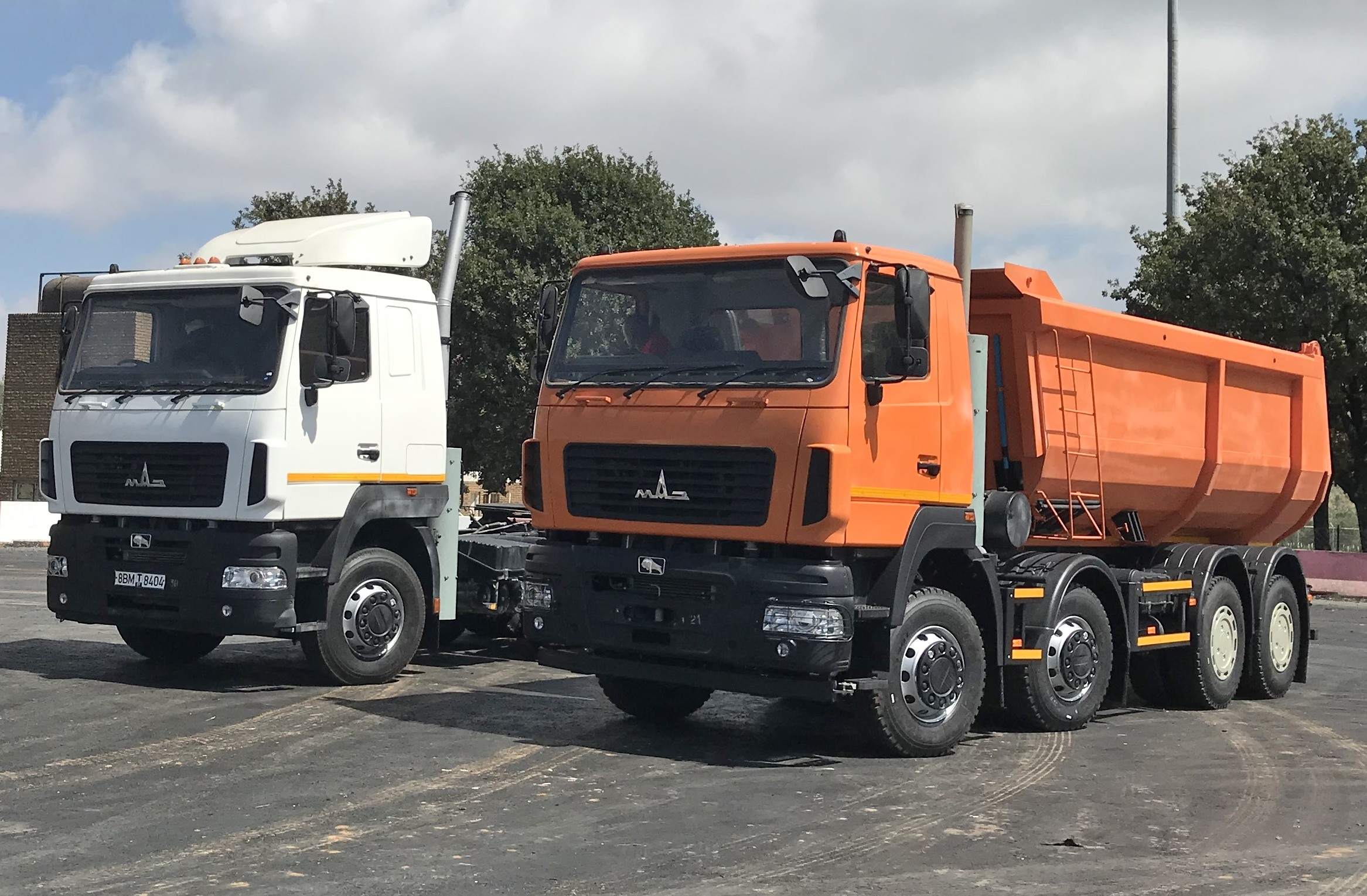 The MAZ-646087 truck-tractor and MAZ-656587 27-ton, 8x4-tipper which will be exhibited at Futuroad.