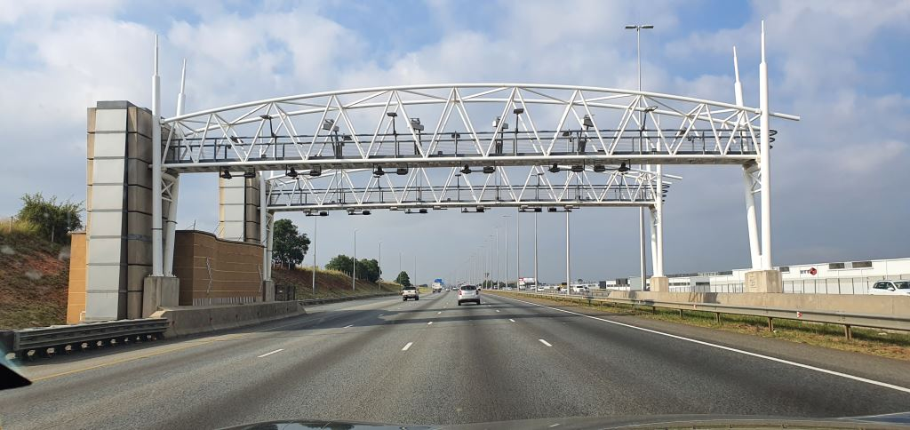 The AA is urging Government to terminate e-tolls with immediate effect, cancel any outstanding debt, reimburse those who have paid and to fund e-tolls through a nominal tax on fuel - and to do all of that before the end of March.