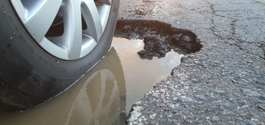 Cheerio tyre. Note the knife edge of this pothole. Cheerio tyre.