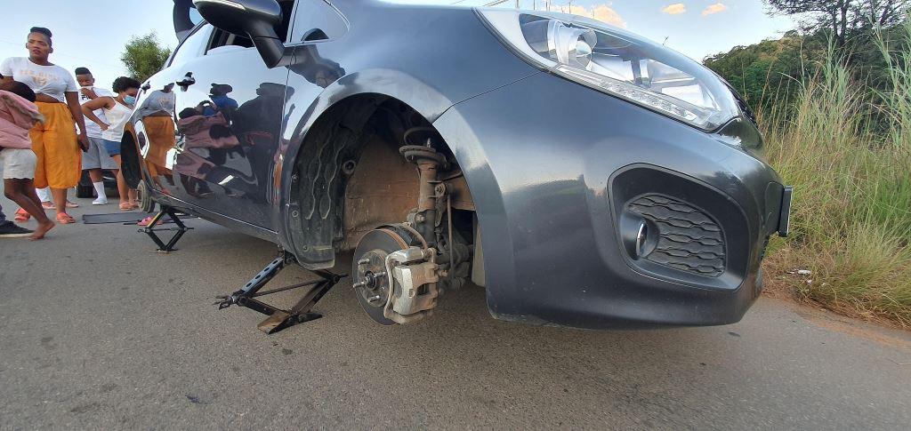 Two tyres on this car burst after the driver could not avoid a pothole. It could have been worse. The car could have rolled and killed everyone inside it – including the kids in this car. Bad roads are costing all road users in South Africa many thousands of Rands in damage. And they are killing people.