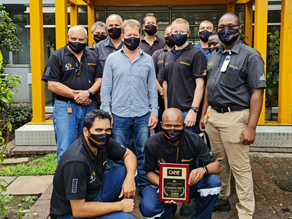 Proud members of the Sustainable Technology and Infrastructure Department of Continental Tyres South Africa with the SAEE award. A well-deserved accolade.