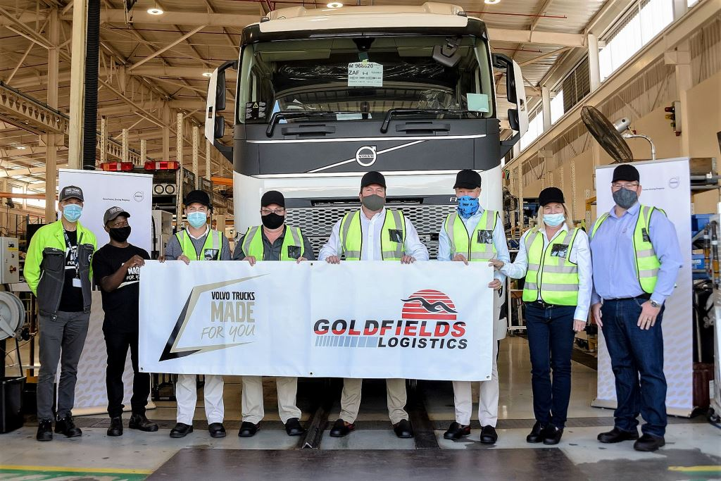 The handover of the first locally produced Volvo FH to Goldfields Logistic, from left: David Fränne, Director of the Volvo Trucks Durban plant; Alex Tanga (Volvo Trucks SA); Uli Fereirra; Pieter Grobler; Wynand van der Westhuizen (MD of Goldfields Logistics); Marcus Hörberg, vice president of Volvo Group Southern Africa; Sally Rutter, New Truck Sales Director Southern Africa Volvo Trucks SA; and Eric Parry Senior Manager: Product Support at Volvo Trucks SA.